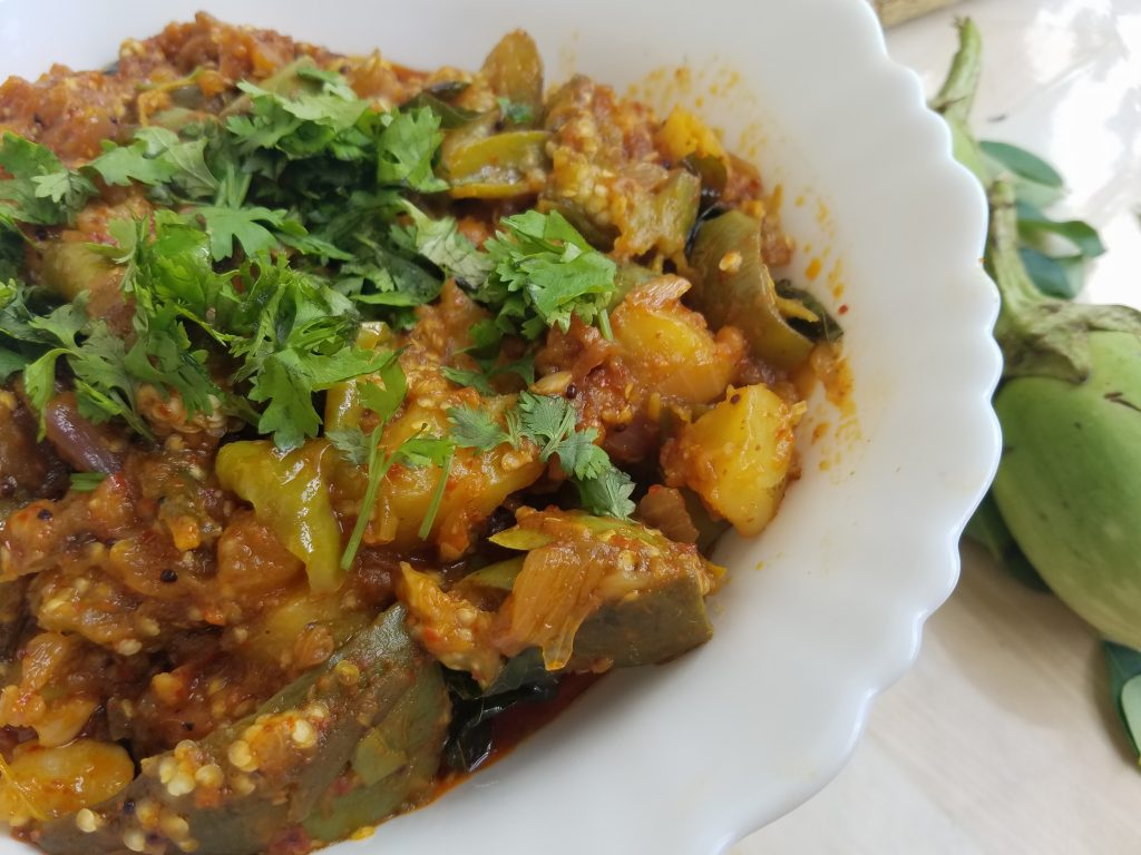 Vankai Bangaladumpa mudda koora recipe | Brinjal Potato Curry with Tamarind Juice