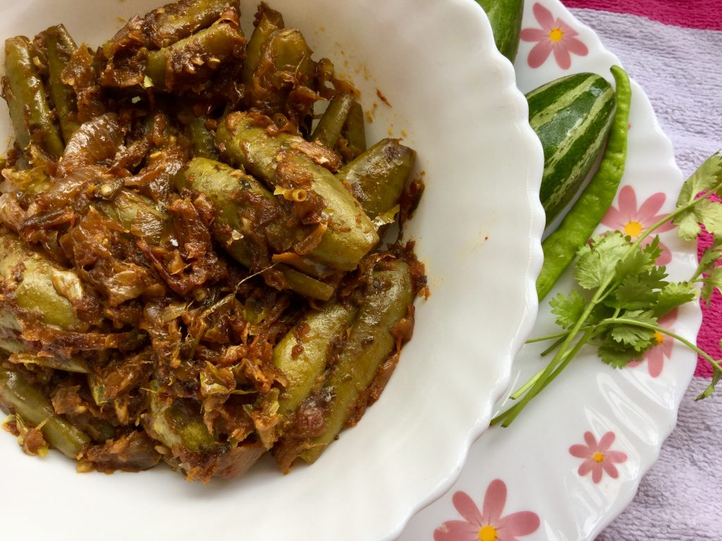 Stuffed Parwal Curry | Stuffed Potols Curry Recipe